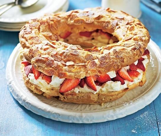 Eclere ineluș cu cremă de brânză și căpșuni